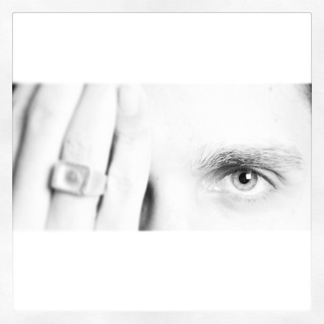 עיניים שקופות